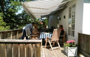 Kristina and Tommy on the side deck of their home with Darren doing a bit of last minute 'tweaking'